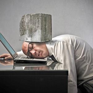 Jak stres w pracy może przyczynić się do rozwoju bezsenności?